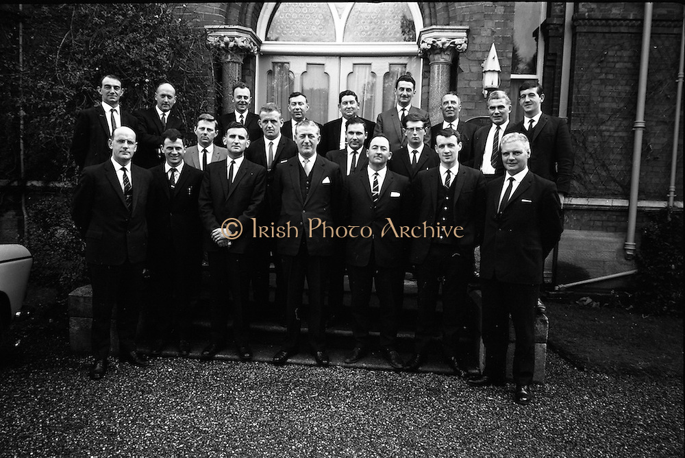 28/04/1965<br /> 04/28/1965<br /> 28 April 1965<br /> Ford dealers conference at the Glencormac House Hotel, Wicklow. Picture shows the group of dealers outside the hotel.