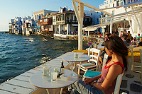 Grece, les Cyclades, Iles Egéennes, Ile de Mykonos, Ville de Chora, quartier d'Alefkandra, la Petite Venise, bar Café au bord de la mer // Greece, Cyclades, Mykonos island, Chora, Mykonos town, Alefkandra, Little Venice, cafe bar on the sea side