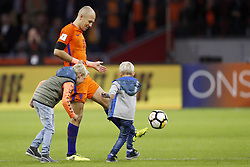 (L-R)  Luka Robben, Arjen Robben of Holland, Kai Robben during the FIFA World Cup 2018 qualifying match between The Netherlands and Sweden at the Amsterdam Arena on October 10, 2017 in Amsterdam, The Netherlands