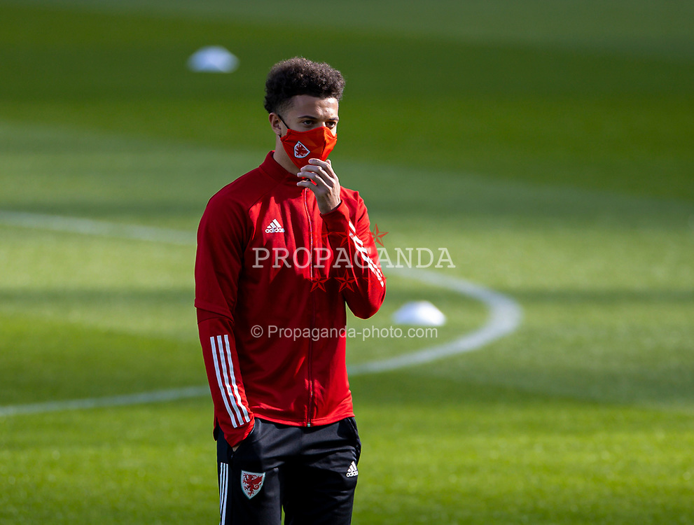 DUBLIN, REPUBLIC OF IRELAND - Sunday, October 11, 2020: Wales' Ethan Ampadu, wearing a face mask, on the pitch before the UEFA Nations League Group Stage League B Group 4 match between Republic of Ireland and Wales at the Aviva Stadium. The game ended in a 0-0 draw. (Pic by David Rawcliffe/Propaganda)