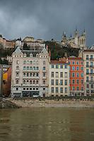 Lyon St Georges<br /> 2 creation de l'architecte Bossan: La maison en 1er plan et la basilique