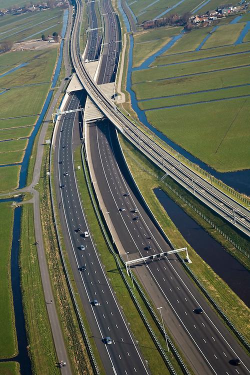 Nederland, Zuid-Holland, Hoogmade, 11-02-2008; kruising van de HSL met Rijksweg A4, de snelweg is reeds verbreed en gaat onder de spoorlijn door; drainage, sloten, veenweide landschap, viaduct, beton, transport, infrastructuur, mobiliteit, hogesnelheidslijn, spoor, rail, HSL, TGV, planologie, ruimtelijke ordening, landschap.luchtfoto (toeslag); aerial photo (additional fee required); .foto Siebe Swart / photo Siebe Swart