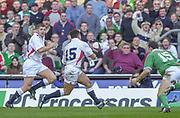 Twickenham. Surrey, UK., 16th February 2002, Six Nations International Rugby,  RFU Stadium, England vs Ireland,  [Mandatory Credit: Peter Spurrier/Intersport Images],<br /> <br /> The Lloyds TSB Six Nations Championship<br /> England v Ireland<br /> RFU - Twickenham<br /> 16/02/2002, [L] Ben COHEN and Jason ROBINSON