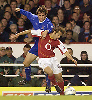 Fotball<br /> England 2004/2005<br /> Foto: SBI/Digitalsport<br /> NORWAY ONLY<br /> <br /> FA Barclays Premiership<br /> Arsenal v Everton<br /> 11th May, 2005<br /> <br /> Arsenal's Mathieu Flamini and Everton's Kevin Kilbane battle for the ball.