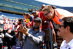ANN ARBOR, USA - Friday, July 27, 2018: Liverpool's manager Jürgen Klopp takes a selfie with a supporter before a training session ahead of the preseason International Champions Cup match between Manchester United FC and Liverpool FC at the Michigan Stadium. (Pic by David Rawcliffe/Propaganda)