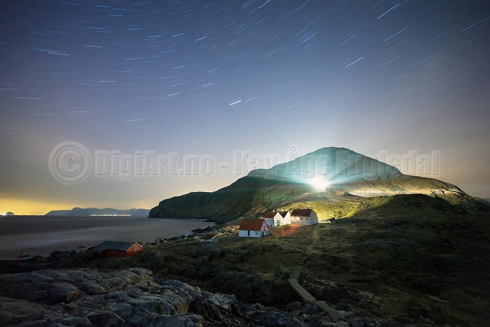 Nightshot at Runde Lighthouse, Norway, with startrails | Nattfotografering av fyrlykta på Runde, med stjernespor på himmelen.