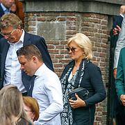 NLD/Huizen/20180818 - uitvaart Bert Verwelius, Anita Meyer en partner Martin Bosboom