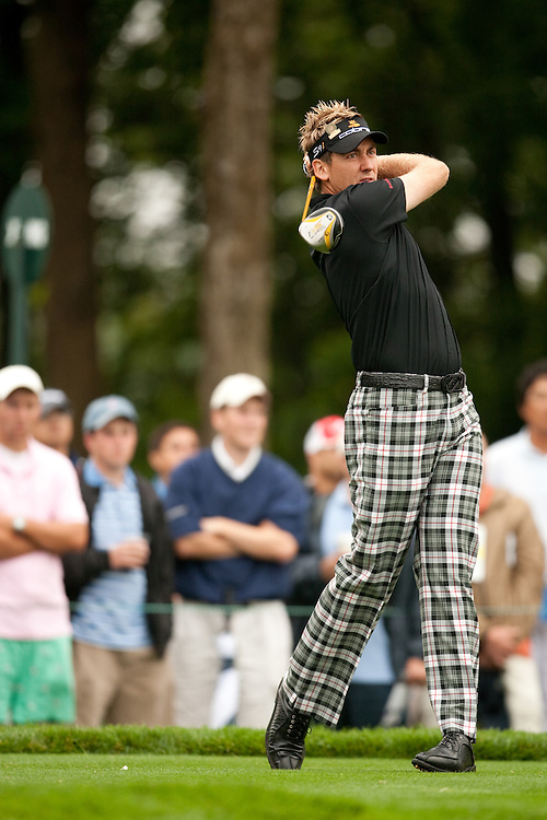 FARMINGDALE, NY - JUNE 19:  Ian Poulter hits his tee shot during the continuation of the first round of the 109th U.S. Open Championship on the Black Course at Bethpage State Park on Friday, June 19, 2009. (Photograph by Darren Carroll) *** Local Caption *** Ian Poulter
