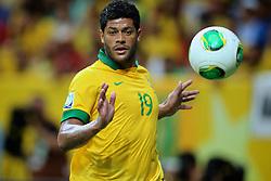 Hulk domina a bola durante a partida entre Brasil e Japão, válida pela primeira rodada da Copa das Confederações, no Estádio Nacional Mané Garrincha, em Brasília. FOTO: Jefferson Bernardes/Preview.com