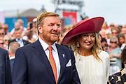 Koning Willem-Alexander en Koningin Maxima aanwezig bij de viering van 75 jaar vrijheid in Terneuzen.