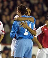 Fotball<br /> UEFA Champions League<br /> 07.12.2004<br /> Arsenal v Rosenborg<br /> Foto: Colorsport/Digitalsport<br /> NORWAY ONLY<br /> <br /> Thierry Henry (Arsenal) hugs goalkeeper, Manuel Almunia