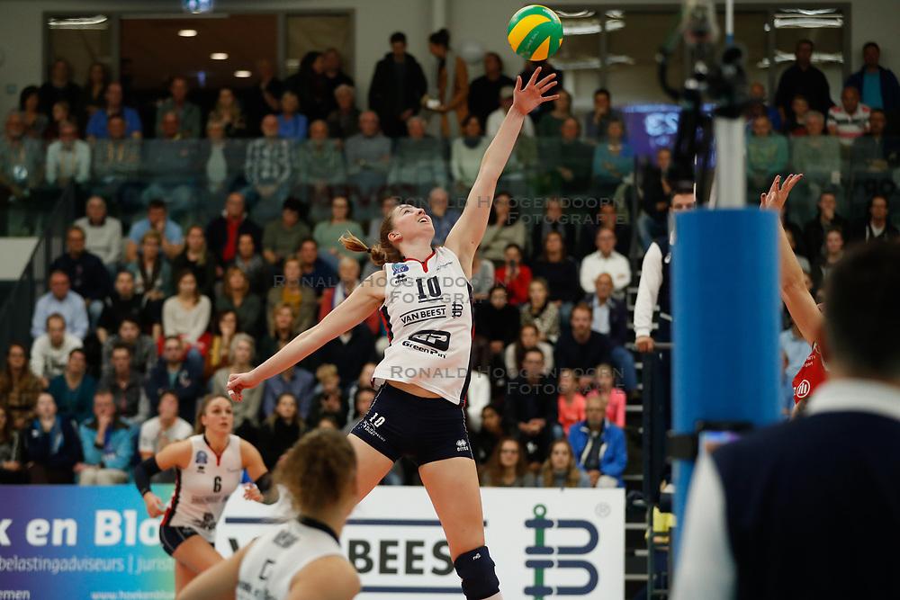 20181024 NED: CL, Sliedrecht Sport - Allianz MTV Stuttgart, Sliedrecht<br />Carlijn Ghijssen - Jans (10) of Sliedrecht Sport <br />©2018-FotoHoogendoorn.nl / Pim Waslander