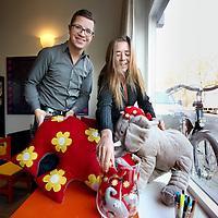 Nederland, Amsterdam , 22 november 2011.. Linda Bijl, directrice en oprichter van de Opvoedpoli, en . psycholoog Sander de Vries in de ontvangstruimte van de Opvoedpoli op Nassaukade 162 in Amsterdam..Foto:Jean-Pierre Jans