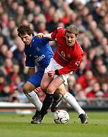 Fotball - Premier League - 18.01.2003<br /> Manchester United v Chelsea<br /> Ole Gunnar Solskjær - United<br /> Gianfranco Zola - Chelsea<br /> Foto: Richard Lane, Digitalsport