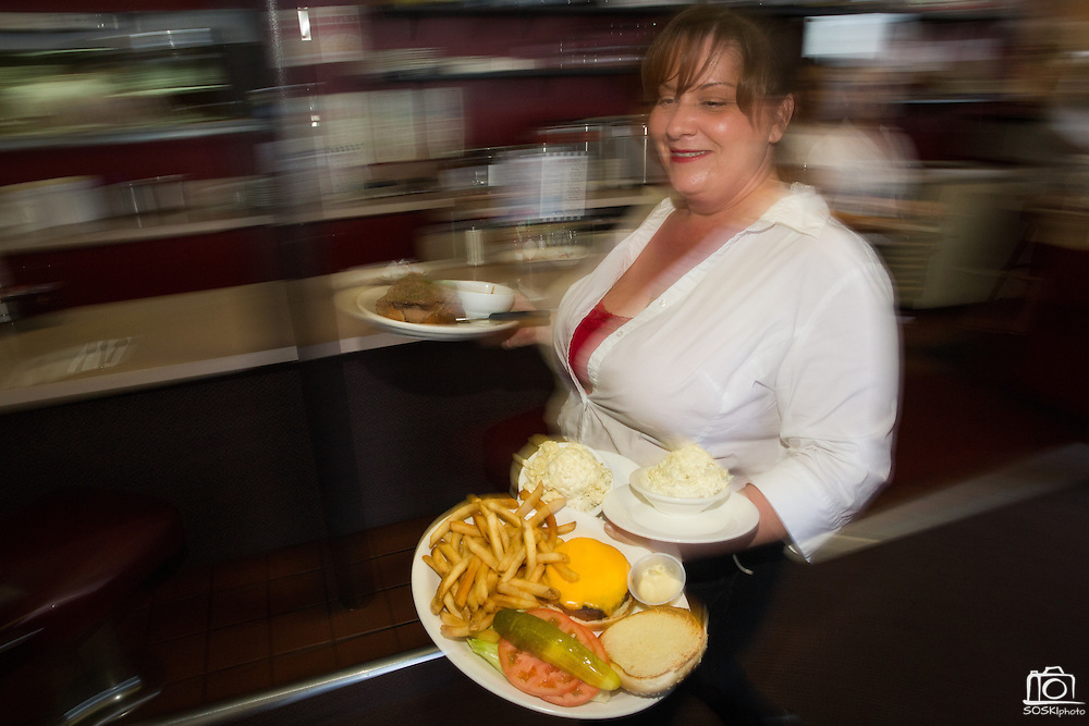Teri Lane delivers a cheeseburger and potato salad to customers at Mil's Diner in Milpitas, California, on September 12, 2014. (Stan Olszewski/SOSKIphoto)