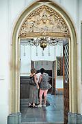 Nederland, Nijmegen, 27-7-2019De Stevenskerk in het centrum van de stad met het beroemde Konig orgel heeft nieuwe, moderne ledverlichting gekregen via sponsoring en crowd funding. De armaturen zijn vervangen en het houten dak in tonconstructie is nu mooi uitgelicht . Om een toekomstige renovatie te kunnen bekostigen moet de kerk per  1 augustus 2 euro toegangsgeld heffen. Voorwaarde om een miljoenensubsidie te krijgen is dat een deel van de rest zelf wordt opgehoest. Vandaar het entreegeld .Foto: Flip Franssen
