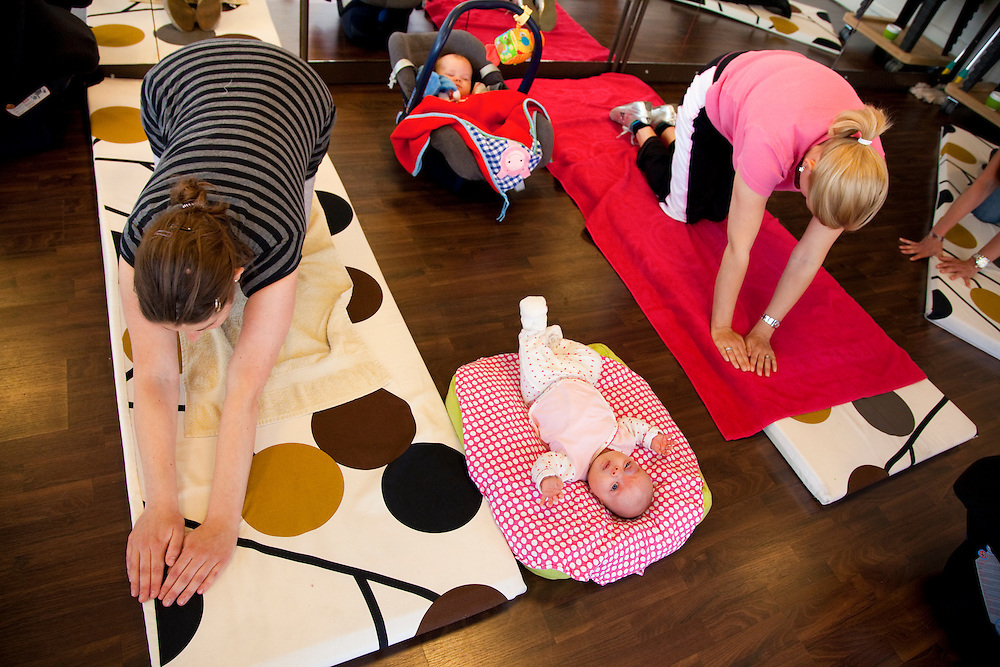 Nederland Amersfoort 23-05-11 Fit na Zwangerschap Jonge moeders proberen weer fit te worden na de bevalling Foto: Marco Hofste. fitness,moeders,mothers,baby,pregnancy,pregnant,bevalling,zwangerschap,fit,workout,