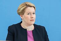 """09 APR 2020, BERLIN/GERMANY:<br /> Franziska Giffey, SPD, Bundesfamilienministerin, Pressekonferenz """"Unterrichtung der Bundesregierung zur Bekämpfung des Coronavirus"""", Bundespressekonferenz<br /> IMAGE: 20200409-01-013<br /> KEYWORDS: BPK"""