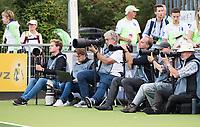 AMSTELVEEN - Fotografen tijdens Nederland-Tsjechie (dames) bij de Rabo EuroHockey Championships 2017. rechts Keeper Barbora Cechakova (Tsj).  COPYRIGHT KOEN SUYK