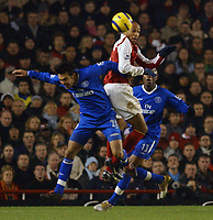 Fotball<br /> Premier League England 2004/2005<br /> Foto: BPI/Digitalsport<br /> NORWAY ONLY<br /> <br /> Arsenal v Chelsea<br /> FA Barclays Premiership, Highbury 12/12/04<br /> <br /> Arsenal's Thierry Henry beats Chelsea's Paulo Ferreira in the air