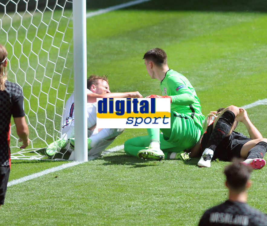 Football - 2021 EUFA European Championships - Finals - Group D - England vs Croatia, Wembley Stadium<br /> <br /> Harry Kane of England injures himself as he collides with the goal post<br /> <br /> Credit : COLORSPORT/Andrew Cowie