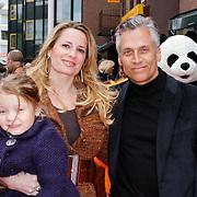 NLD/Amsterdam/20120401 - Premiere de Lorax, Robert Schumacher met partner Claudia van Zweden en dochter  Livia