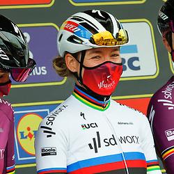 04-04-2021: Wielrennen: Ronde van Vlaanderen (Vrouwen): Oudenaarde<br />Chantal Blaak; Anna van der Breggen; Joien Dhoore