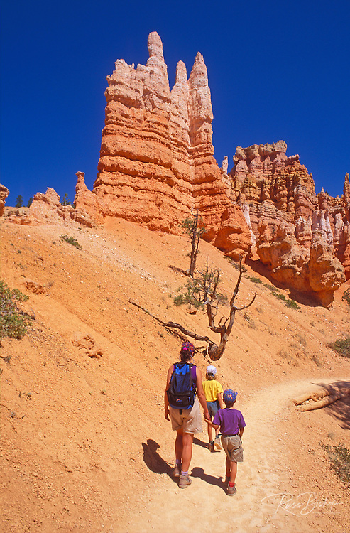 Family hiking on the Queen's Garden Trail, Bryce Canyon National Park, Utah