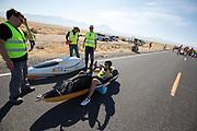 Ellen van Vugt gaat van start tijdens de kwalificaties op maandagmorgen. In Battle Mountain (Nevada) wordt ieder jaar de World Human Powered Speed Challenge gehouden. Tijdens deze wedstrijd wordt geprobeerd zo hard mogelijk te fietsen op pure menskracht. De deelnemers bestaan zowel uit teams van universiteiten als uit hobbyisten. Met de gestroomlijnde fietsen willen ze laten zien wat mogelijk is met menskracht.<br /> <br /> The qualification at Monday morning. In Battle Mountain (Nevada) each year the World Human Powered Speed ??Challenge is held. During this race they try to ride on pure manpower as hard as possible.The participants consist of both teams from universities and from hobbyists. With the sleek bikes they want to show what is possible with human power.