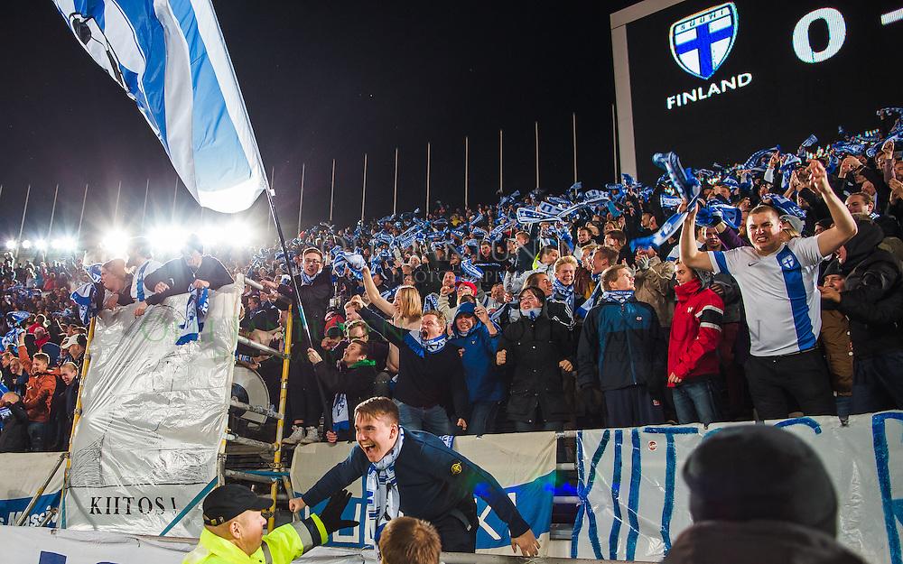 Pohjoiskaarre juhlii Suomen tasoitusmaalia EM2016-karsintaottelussa Suomi - Pohjois-Irlanti. Olympiastadion, Helsinki, Suomi. 11.10.2015.