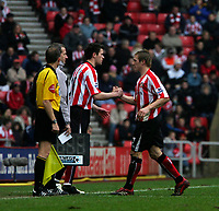 Photo: Andrew Unwin.<br /> Sunderland v Tottenham Hotspur. The Barclays Premiership. 12/02/2006.<br /> Sunderland's Liam Lawrence (R) is substituted for Daryl Murphy (C). The substitute went on to score his team's late equaliser.