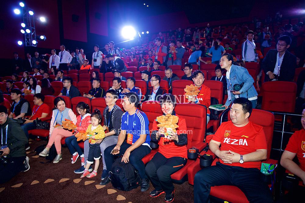 NANNING, CHINA - Saturday, March 24, 2018: Supporters at a meet & greet event at the Nanning Wanda Mall during the 2018 Gree China Cup International Football Championship. (Pic by David Rawcliffe/Propaganda)