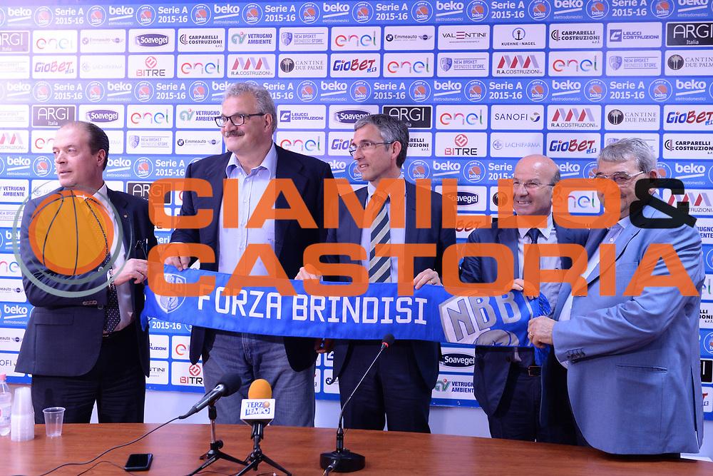 DESCRIZIONE : Brindisi  Lega A 2016-17 <br /> Enel Brindisi presentazione coach Meo Sacchetti<br /> GIOCATORE : Meo Sacchetti Fernando Marino Soci Enel Brindisi<br /> CATEGORIA : Conferenza stampa Allenatore Coach<br /> SQUADRA : Enel Brindisi<br /> EVENTO : Campionato Lega A 2016-2017<br /> GARA : Enel Brindisi presentazione coach Meo Sacchetti<br /> DATA : 09/05/2016<br /> SPORT : Pallacanestro<br /> AUTORE : Agenzia Ciamillo-Castoria/M.Longo<br /> Galleria : Lega Basket A 2016-2017<br /> Fotonotizia : Brindisi  Lega A 2016-17 Enel Brindisi presentazione coach Meo Sacchetti<br /> Predefinita :