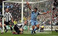 Photo: Paul Thomas.<br /> Manchester City v Newcastle United. The Barclays Premiership. 11/11/2006.<br /> <br /> Man City's Claudio Reyna (R) ap[peals for a hand ball of Newcastle's Peter Ramage (2nd R). The appeal is turned down.