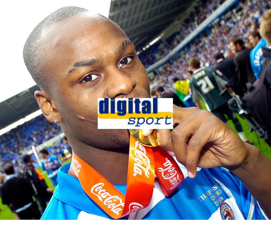 Photo: Ed Godden.<br />Reading v Queens Park Rangers. Coca Cola Championship. 30/04/2006. Reading player Leroy Lita, pictured with his Championship winners medal.