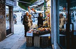 THEMENBILD - Obstmarkt, aufgenommen am 03. Oktober 2019 in Venedig, Italien // fruit market in Venice, Italy on 2019/10/03. EXPA Pictures © 2019, PhotoCredit: EXPA/ JFK