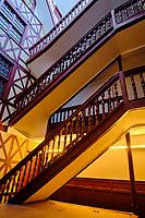France, Pyrénées-Atlantiques (64), Bayonne, rue Port Neuf, escalier dans la maison Cazenave // France, Pyrénées-Atlantiques (64), Bayonne, rue Port Neuf