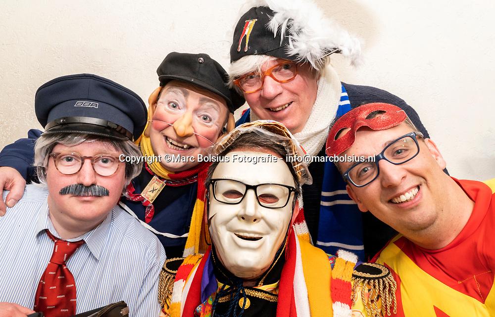 Nederland,  Den Bosch, de kletsers van links  Robin Aarts, Wim Brouwers, Frank Weeve, in het midden Mark  de Bruin er rechts Erwin van Buul
