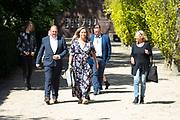 Uitvaart van pianist Louis van Dijk op Zorgvlied in Amsterdam.<br /> <br /> Op de foto:  Selma van Dijk met partner Tom Keyser en hun zoon Gijs en dochter Noor