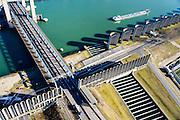 Nederland, Zuid-Holland, Rotterdam, 18-02-2015. Rozenburg, Calandkanaal en Thomassentunnel. <br /> Bij de Calandbrug staan een windscherm om het manoeuvreren met hoog beladen zeeschepen ook bij sterke wind mogelijk te maken.<br /> Caland Canal. Next to Caland bridge a windshield allows for maneuvering  high loaded ocean-going vessels even in strong wind.<br /> luchtfoto (toeslag op standard tarieven);<br /> aerial photo (additional fee required);<br /> copyright foto/photo Siebe Swart