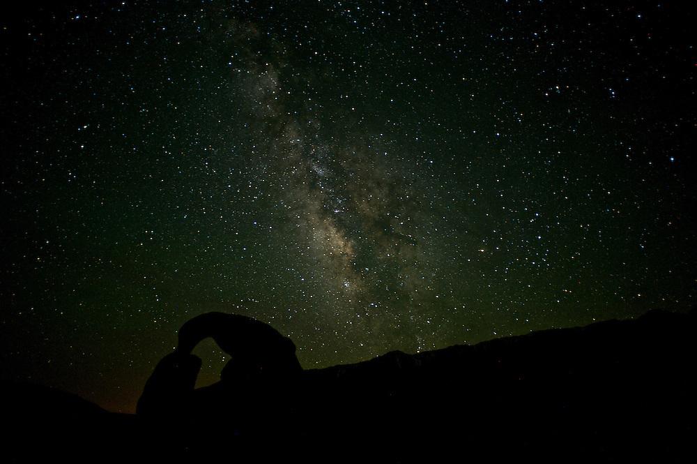 Mobias Arch beneath the Milky Way, 1:58am