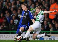 Fotball<br /> Tyskland<br /> Foto: Witters/Digitalsport<br /> NORWAY ONLY<br /> <br /> 22.10.2009<br /> <br /> v.l. Marcell Jansen HSV, Mark Wilson<br /> Europa League Celtic Glasgow - Hamburger SV 0:1