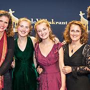 NLD/Utrecht/20170922 - Premiere documentaire A Family Quartet, Noa Wildschut en haar zus zus Avigal, moeder Liora en haar vader en regisseur Simonka de Jong