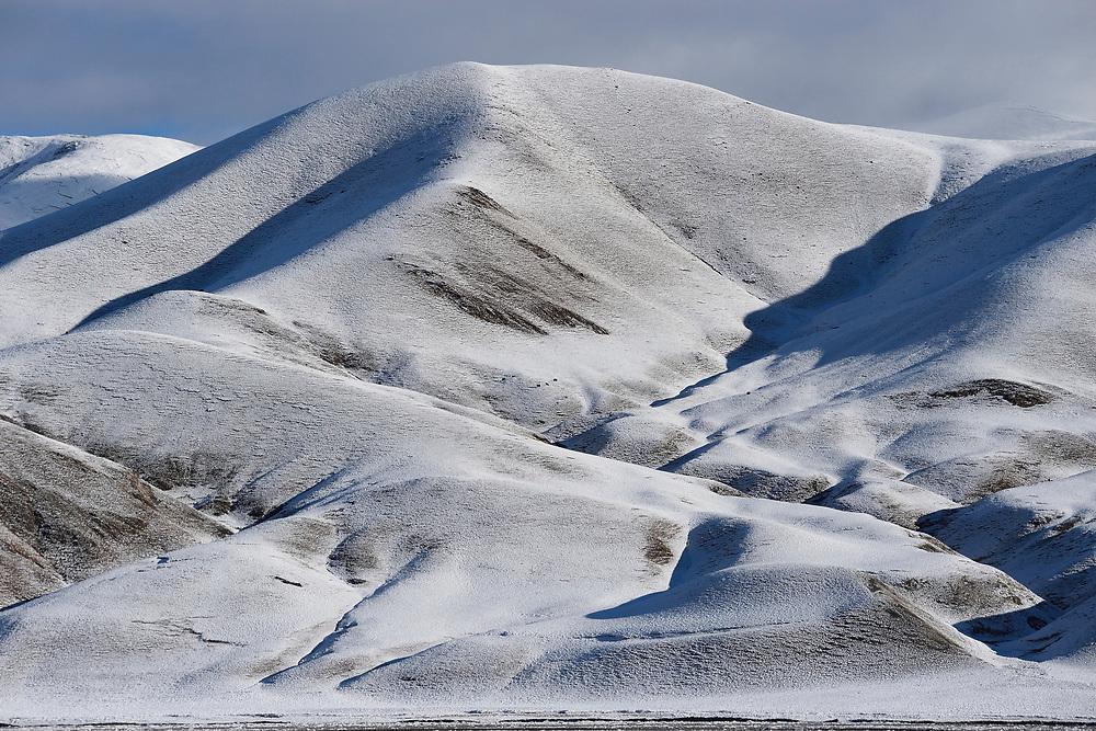 Landscape picture of Snow-clad hills of the Tibetan Plateau, Qumalai, Qinghai, China