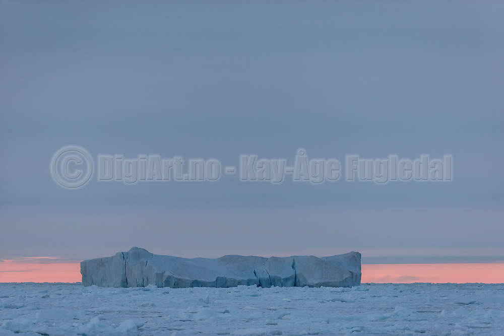 """Iceberg north of Spitsbergen at 82°32'46"""" N 16°53'34"""" E   Isfjell nord for Svalbard"""