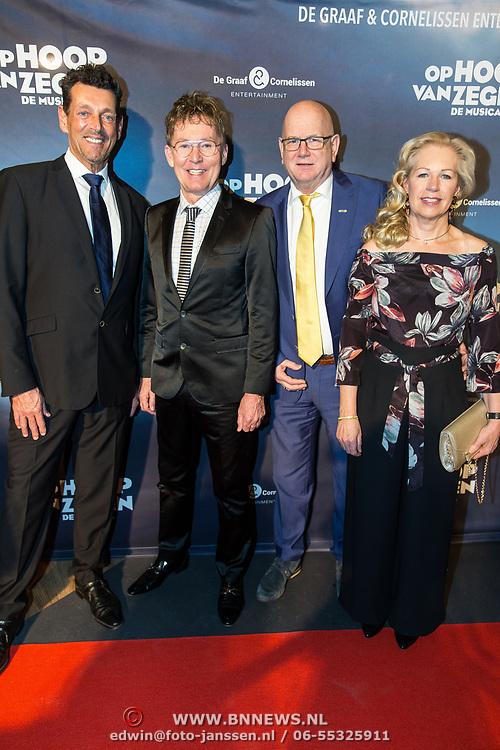 NLD/Zaandam/20190128- première musical Op Hoop van Zegen, Hans Cornelissen en Ruud de Graaf met hun partners