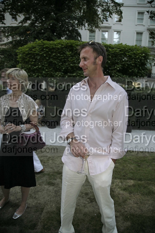 Vince Leigh,  Ruinart party at The Hempel, Hempel Gardnes.  Craven Hill Gardens. 18 July 2006. <br />ONE TIME USE ONLY - DO NOT ARCHIVE  © Copyright Photograph by Dafydd Jones 66 Stockwell Park Rd. London SW9 0DA Tel 020 7733 0108 www.dafjones.com