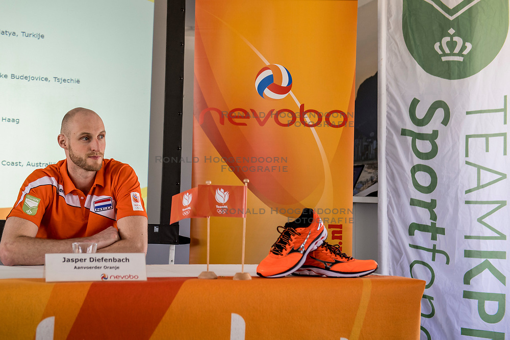 10-05-2017 NED: Persconferentie Nederlands volleybal team mannen 2017, Arnhem<br /> Op Papendal werd de eerste persconferentie gehouden van het Nederlands volleybalteams mannen / Jasper Diefenbach #6