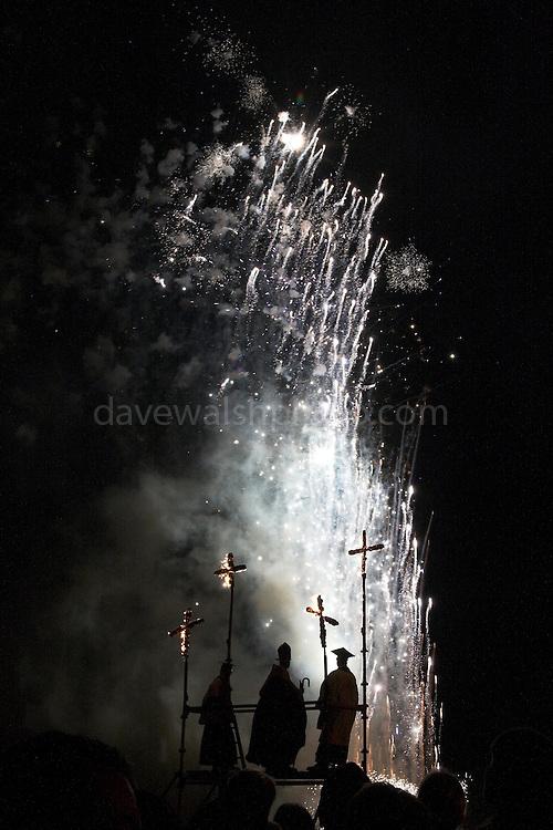 Lewes 5/11/05 Cliffe Bonfire Society Fireworks