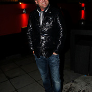 NLD/Blaricum/20100302 - Gordon Heuckeroth en nieuwe partner gaat eten bij de Red Sun in Blaricum